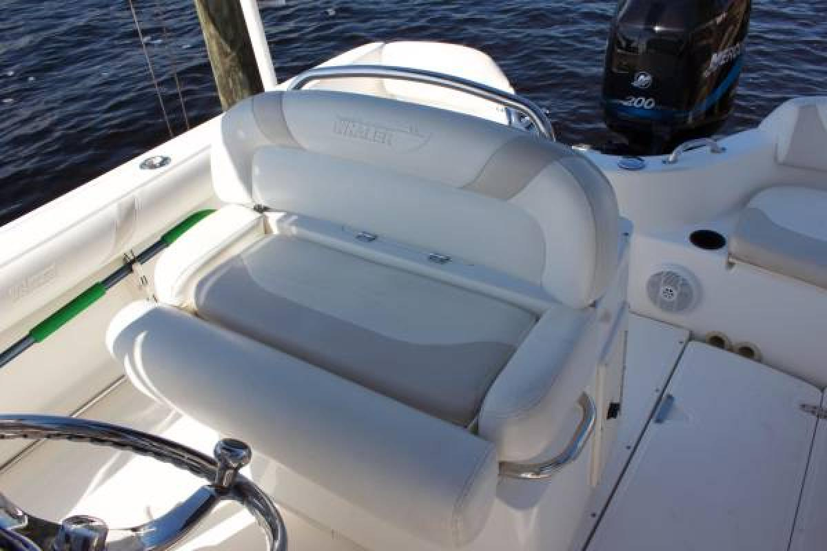 2004 Boston Whaler Outrage, 1