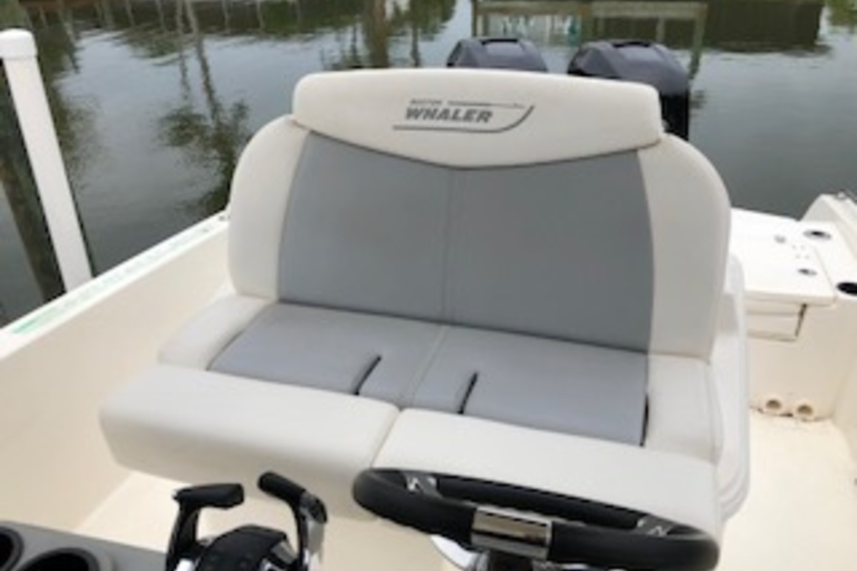 2016 Boston Whaler Dauntless, 5