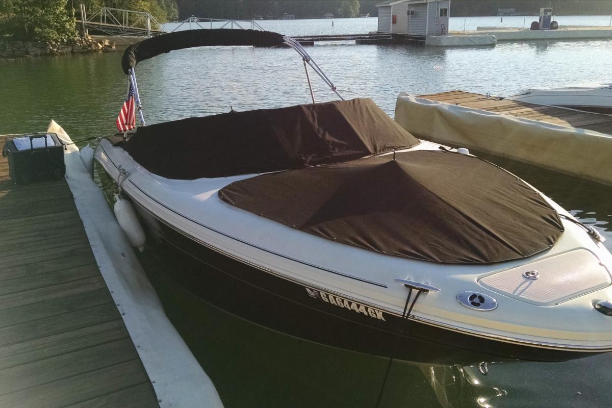 2005 Sea Ray 220 Select, 1