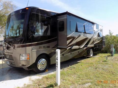 2014 Thor Motor Coach Outlaw 37LS Garage
