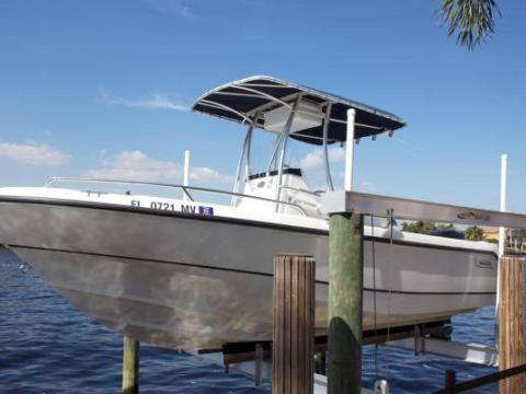 2004 Boston Whaler Outrage