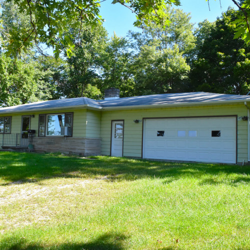 Efficient 3 bedroom home w/ attached 2-car garage in Columbia City