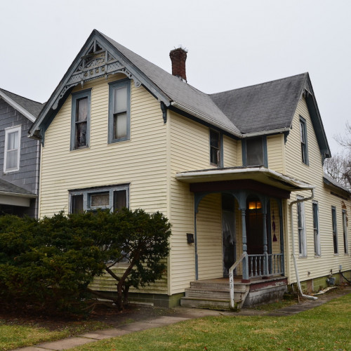 Spacious 3 bedroom, 2 story Victorian investment opportunity off Broadway Ave.