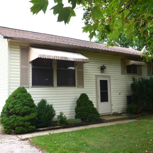 3 bedroom investment bi-level home w/ detached garage in Meadowbrook Addition, New Haven.