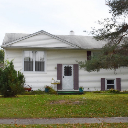 4 bedroom bi-level home w/ full basement in Crestwood Colony - Northwest