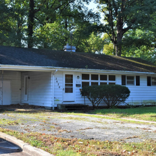 3 bedroom single family home on spacious lot w/ carport in Anthony Wayne Village - SE