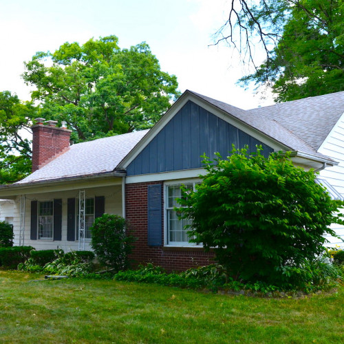 Spacious 4 bedroom home on bsmt in the River Forest neighborhood