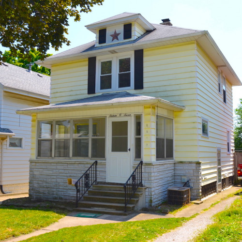 Charming 3 bedroom home on basement north of downtown Ft Wayne