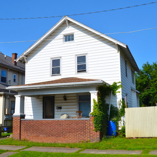 Spacious 3 bedroom home on basement near Taylor and Broadway