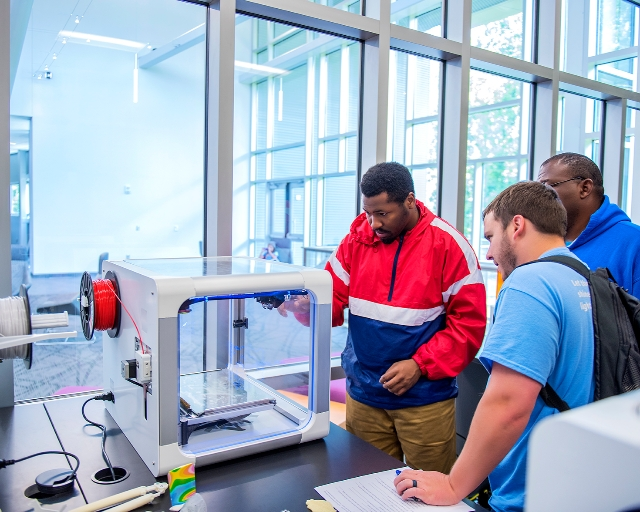 Greenville Technical CollegeTechnology programs prepare a highly-skilled workforce for Upstate manufacturing.