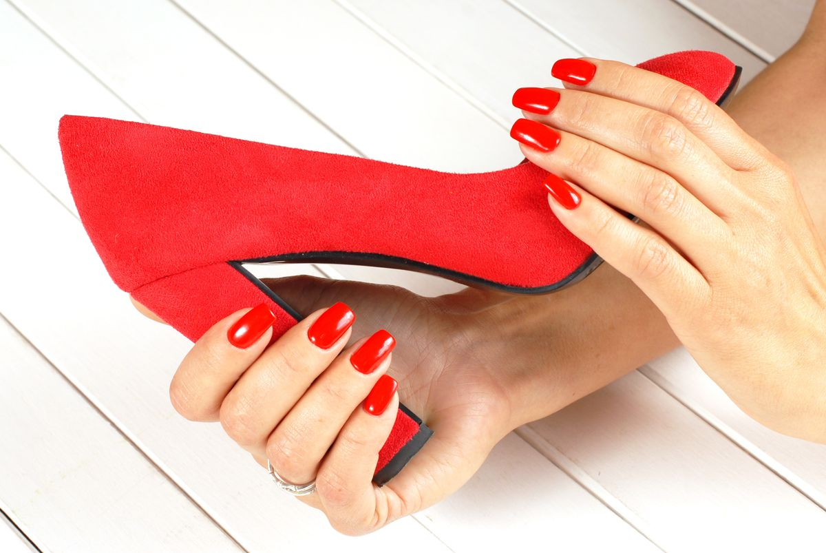 Coordinate your nails with the color of your shoes.