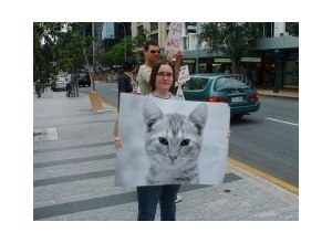 Scrapee.net - Photomontage Mulher com cartaz