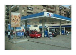 Scrapee.net - Photomontage Fuel station Egypt