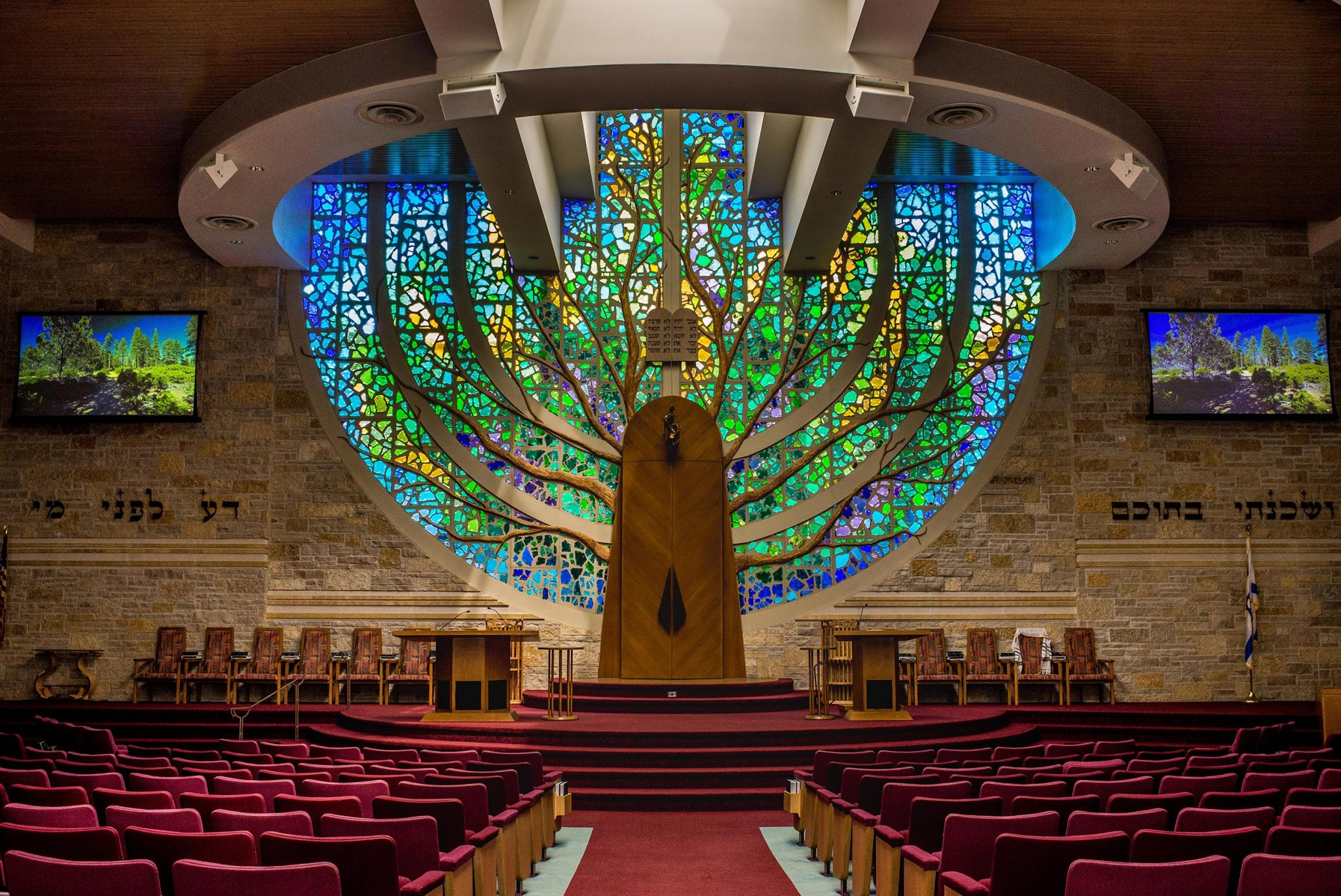 Congregation Shalom Adopts Zero-G Screen for Architectural Temple
