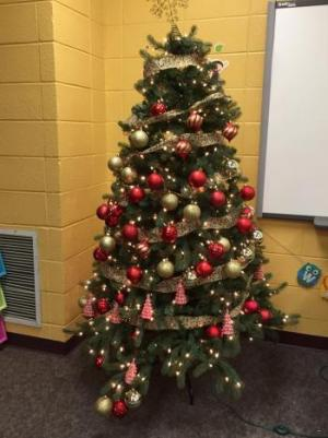 Kindergarteners & First Graders decorated the Christmas Tree!