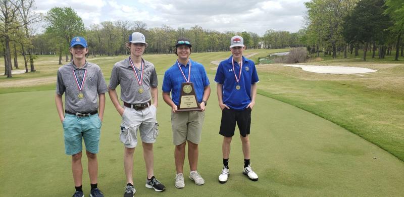 Golf Team places 1st