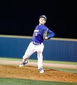 Dodd City Hornets 10, Tom Bean 4