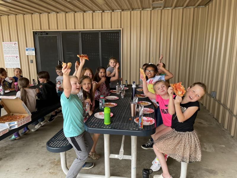 2nd grade pizza party