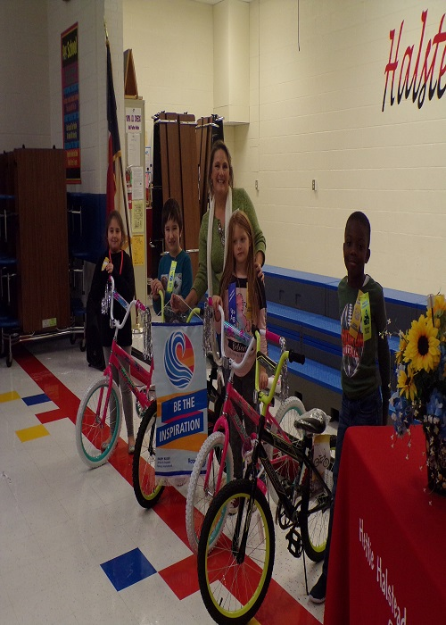 Students won bicycles at the Awards ceremony.