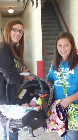 Mrs Vanderford's new baby girl, Austyn,  and her older daughter, Chloe
