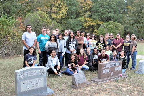 Inteact Club cleans Steen And Malakoff City cemeteries