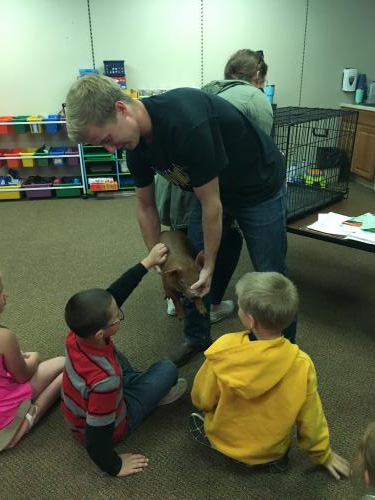 students seeing a piglet