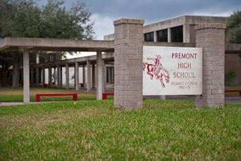 Photo of the front of Premont High School.