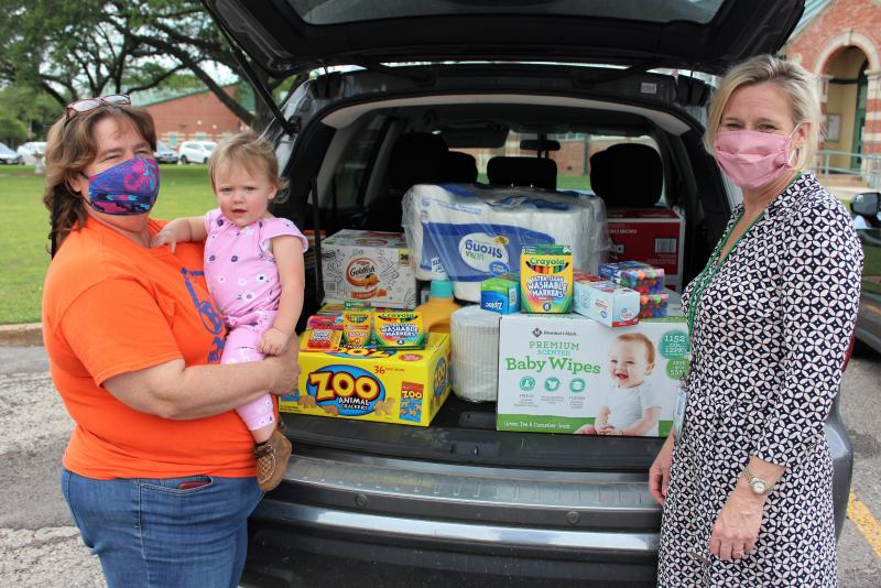 Barnyard Buddies donates supplies to HISD teachers