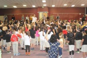 Kindergarten sings to guests
