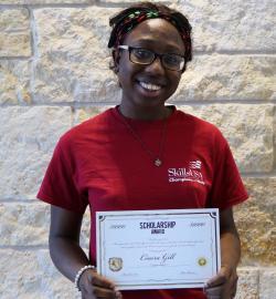 Paris High School senior receives scholarship