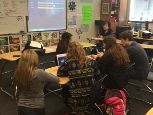 Mis estudiantes jugando Quizlet.