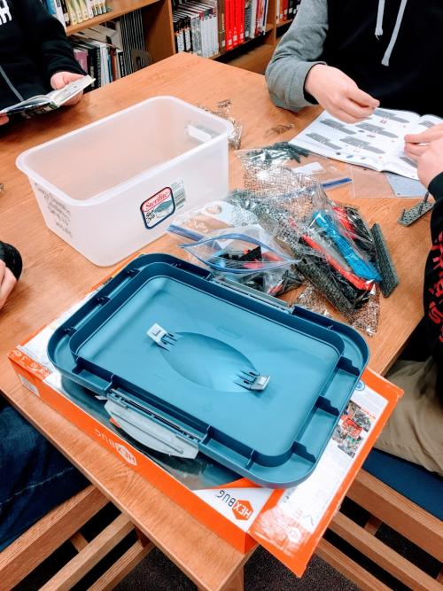 students assembling Vex Robotics during lunch