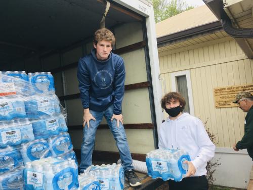 Paxton Keeling and Jaythan Harrel volunteer at the United Help of Waskom
