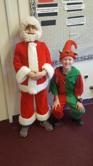 Elflandia: Santa and his elf are ready for the program!