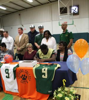 Raheem Brown Signing with the Louisiana College Cats