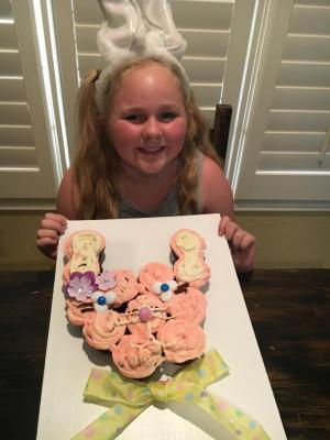 Ashlyn baked some Easter cupcakes.
