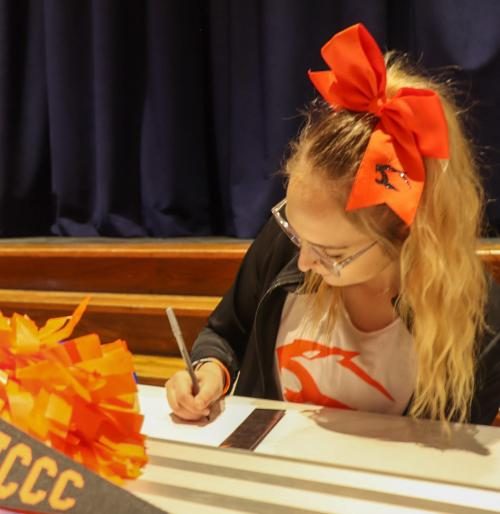 Molly Roe Signing to Neosho County