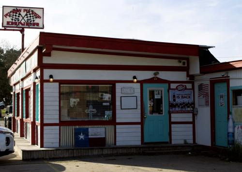 pit row pit stop diner