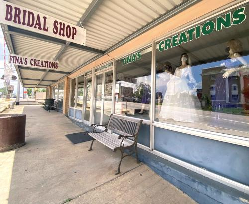 fina's creations store front