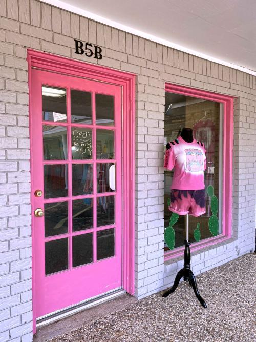 PHAT Bottomed Girls Curvy Boutique doorway