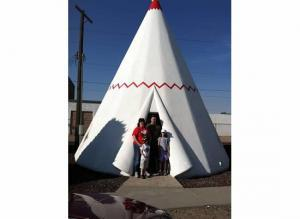 My family an I stay in a wigwam in Hollbrook AZ.