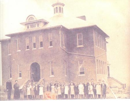 Tupelo School building in 1910.