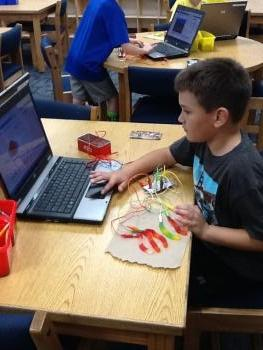 Playing games with gummy worms & Makey Makeys
