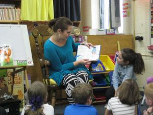 Scarlet's mom reading to the class!