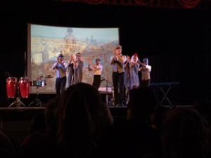 Los bailadores demostrando una danza de España