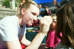 Makendzie face painting.