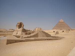 I never realized that the Sphinx was so close to the pyramids.  Also, there was a Pizza Hut across the street just behind me.  They don't show that in the documentaries.