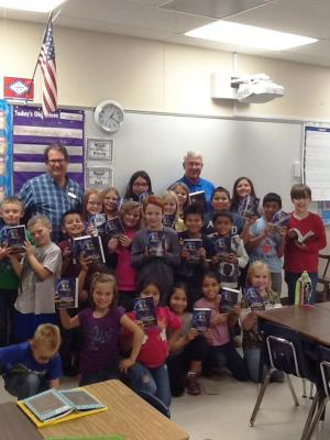 Mrs. Eddings' class with their dictionaries given to them by the Rotary Club.