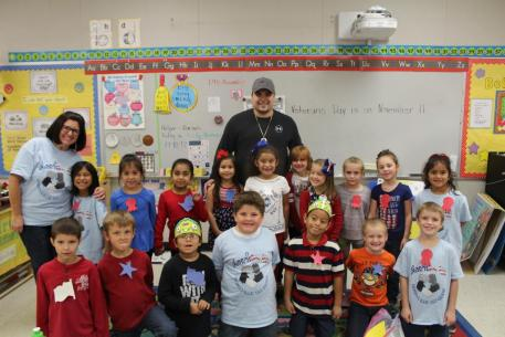 Mrs. Summers' class with their veteran
