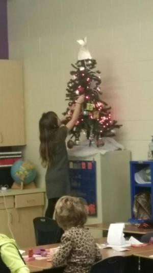 Decorating class Christmas tree